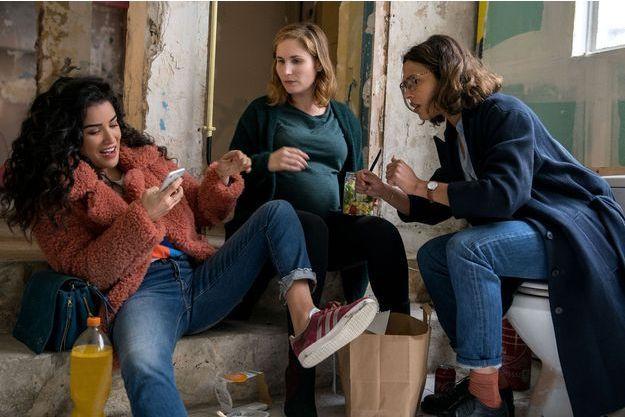 "Sabrina Ouazani, Josephine Drai et Zita Hanrot dans ""Plan Coeur""."