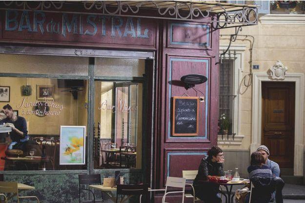 """Le personnage de Rémy sera serveur au bar Mistral dans """"Plus belle la vie""""."""