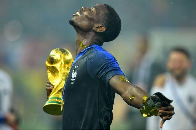 Paul Pogba avec la Coupe du monde dimanche.
