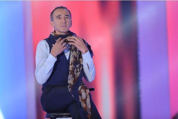 """Elie Semoun sur le plateau de """"Vivement Dimanche"""" en décembre 2014."""