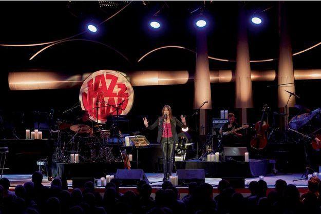 Carla Bruni sur scène.