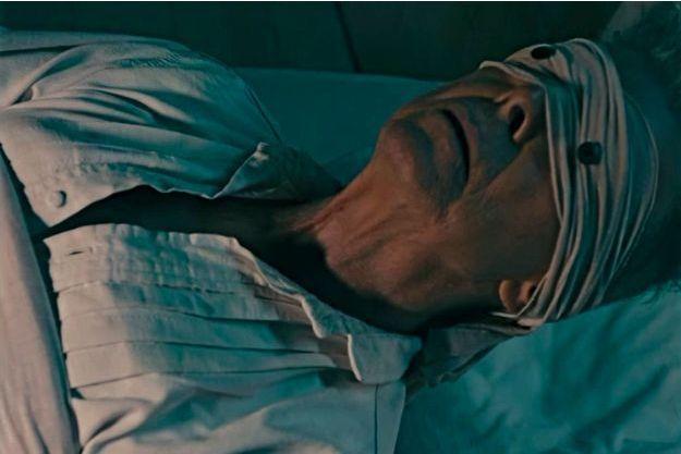 """David Bowie sur son lit de mort dans le clip de """"Lazarus"""""""