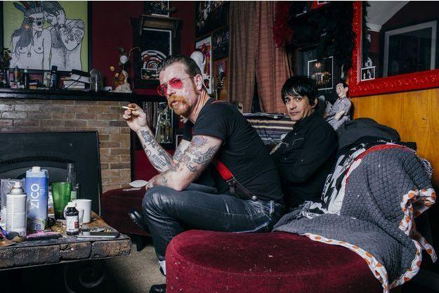 Jesse Hughes, de Eagles Of Death Metal, chez lui avec Eden Galindo.