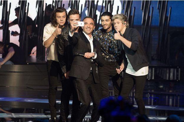 Nikos Aliagas et le groupe One Direction