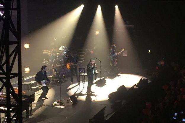 Renaud sur la scène de l'Agora d'Evry, samedi soir.