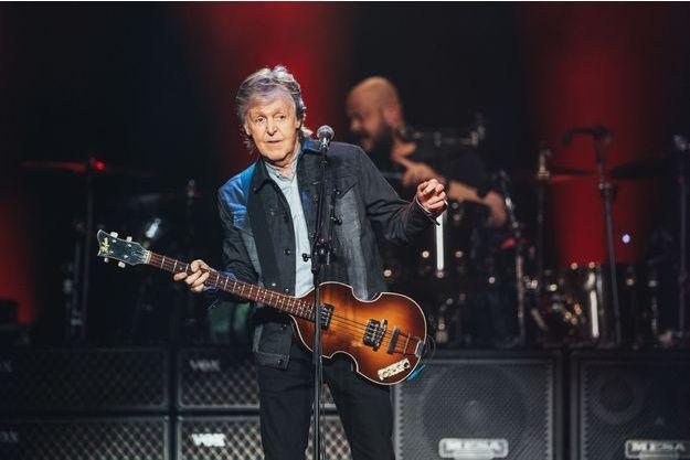 Paul McCartney sur la scène de Paris La Défense Arena, le 28 novembre 2018.