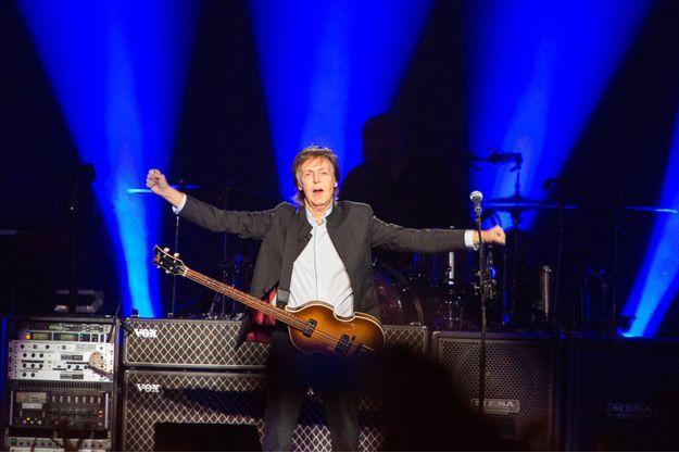 Paul McCartney sur la scène de l'AccorHotels Arena lundi soir