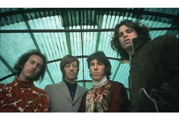 De g. à dr. Robbie Krieger, Ray Manzarek, John Densmore, Jim Morrison