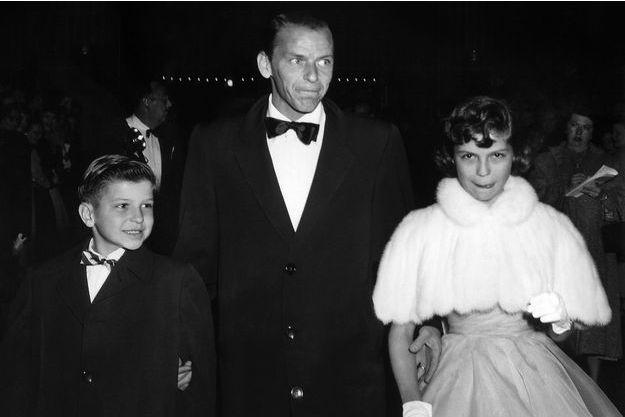 Frank Sinatra Junior, son père Frank Sinatra et sa soeur Nancy Sinatra