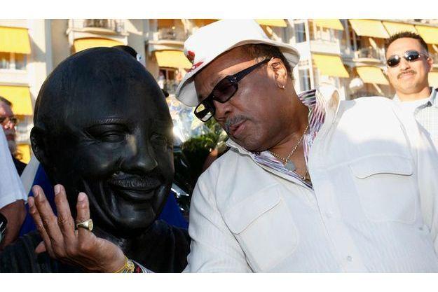 En 2008, au Festival de Jazz de Montreux, Quincy Jones fait des confidences à double de bronze.