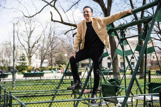 A Paris, dans un square près des Champs-Elysées, l'heureux producteur.
