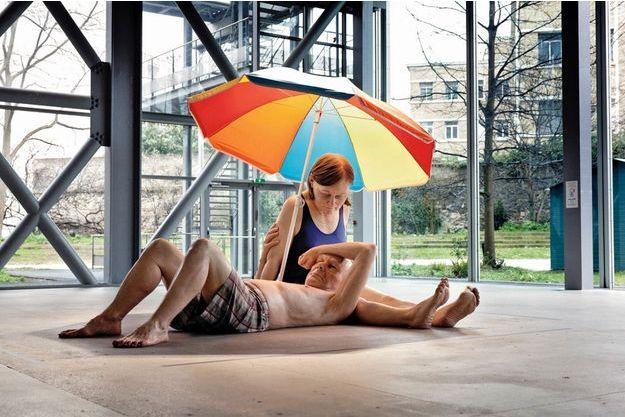 Couple Under an Umbrella », matériaux divers, Ron Mueck, 2013.