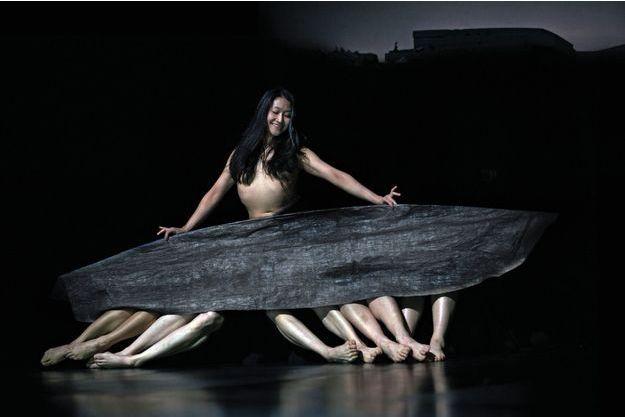Tsai-Wei Tien, danseuse du Tanztheater, dans « Seit sie ».