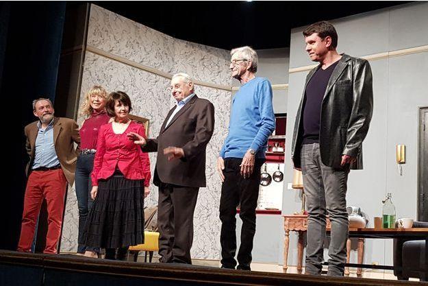 """La troupe d'""""Un drôle de mariage pour tous"""", Franck Capillery, Loïse de Jadaut, Claudine Barjol, Henri Guybet, Christin Dosogne et Alain Cerrer."""
