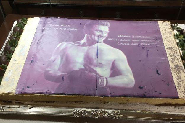 Le gâteau des 102 ans de Kirk Douglas.