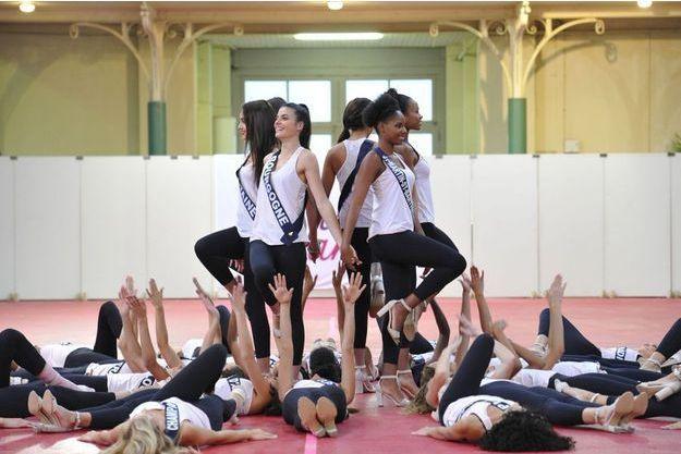 Les Miss à l'entraînement avant la cérémonie.