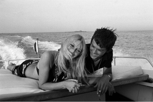 En août 1968, Alain Delon tourne « La Piscine » à Saint-Tropez et s'installe à La Madrague, chez Brigitte Bardot qui l'héberge et l'initie aux joies de la plaisance. L'acteur affirme qu'il ne s'est jamais rien passé entre eux.