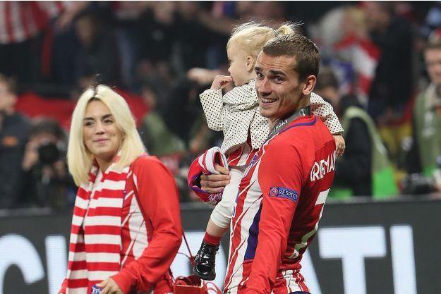 Antoine Griezmann, Erika Choperena et leur fille Mia à Lyon, le 16 mai 2018
