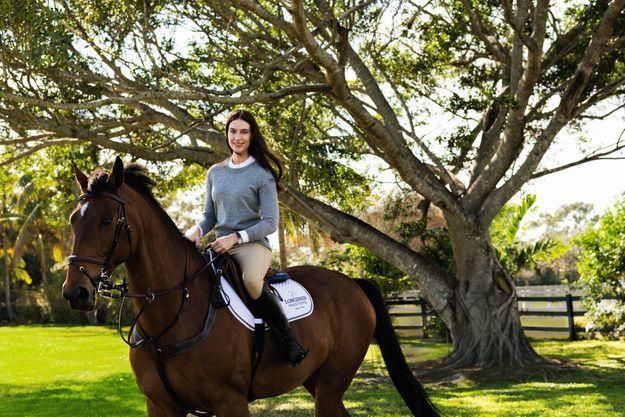 Avec Out of Beag, dans son domaine de Wellington, en Floride. Un paradis équestre où Ariana passe quatre mois dans l'année.