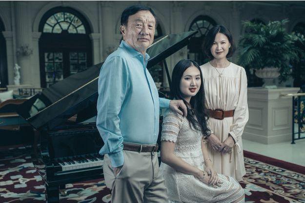 Avec ses parents, Ren Zhengfei et Ling Yao. A Shenzhen, dans un des salons du palais construit pour recevoir les visiteurs prestigieux de Huawei.