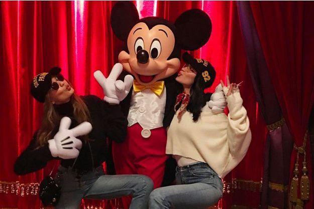Bella et Gigi Hadid à Disneyland Paris en février 2017