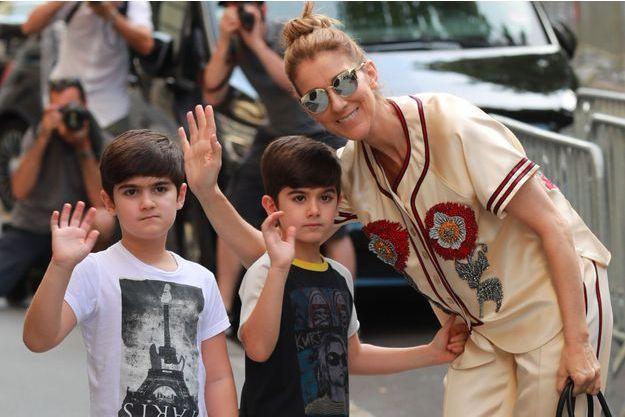 Céline Dion avec ses jumeaux, Nelson et Eddy en juillet 2017