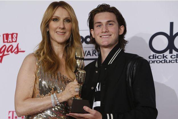 Céline Dion et René-Charles en 2016 aux Billboard Awards, à Las Vegas.