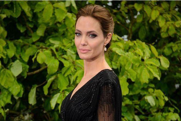 Angelina Jolie évoque sa mère disparue, Marcheline Bertrand