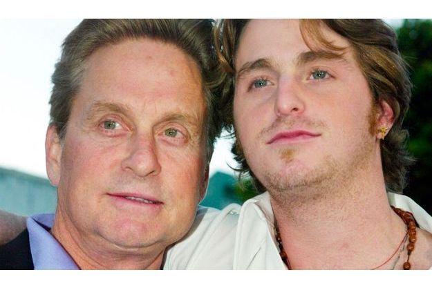 L'acteur Michael Douglas (à gauche) en compagnie de son fils Cameron (à droite).