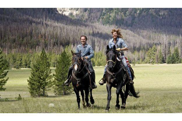 Galop en duo pour Charles et Virginie dans la vallée de Five Pockets. Ils montent des mustangs, des chevaux très résistants qui s'adaptent à tous les sols.