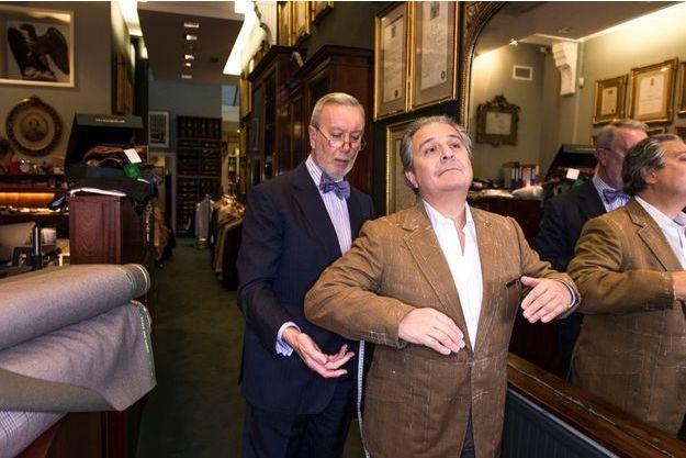 Le 4 décembre à Londres, chez Henry Poole & Co, tailleur emblématique de Savile Row.