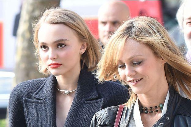 Lily-Rose Depp et sa mère, Vanessa Paradis, à Londres, en octobre 2015.