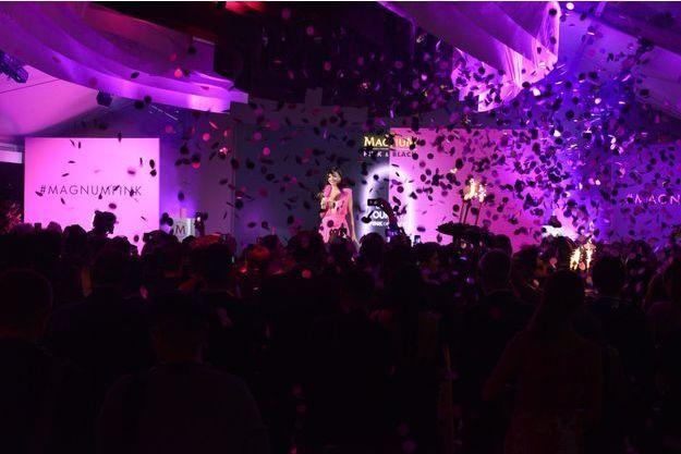 Miranda Kerr à la soirée Magnum à Cannes.