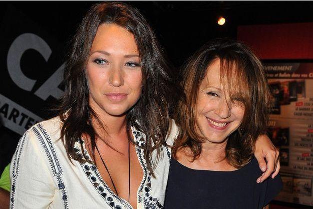 Nathalie Baye avec sa fille Laura Smet, en 2010.
