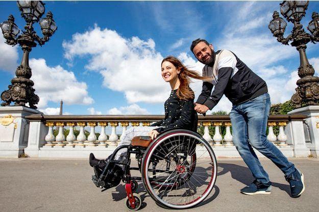 Avec Nadjet Meskine, 28 ans, sur le pont Alexandre-III, à Paris, jeudi 26 avril.