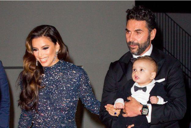 Eva Longoria, son époux José Baston et leur fils Santiago à Cannes, le 20 mai 2019