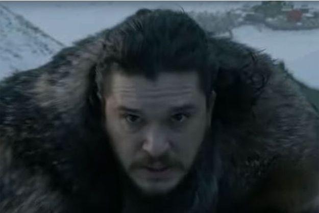 Jon Snow sur le dos du dragon de Daenerys dans l'épisode 1 de la saison 8.