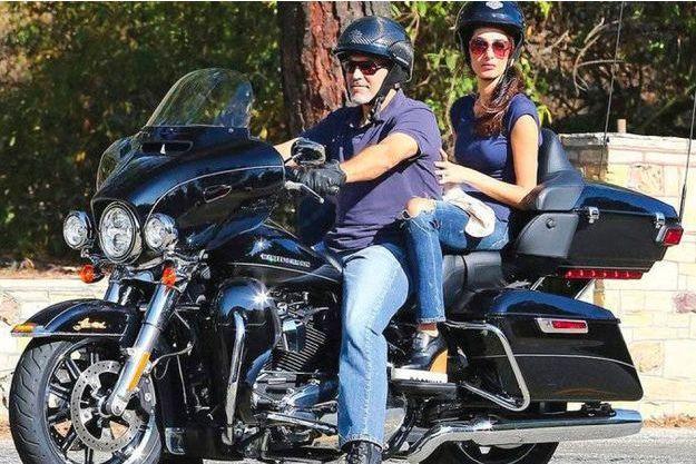 George et Amal Clooney sur la Harley-Davidson mise en vente