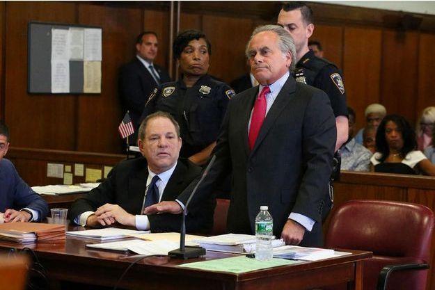 Harvey Weinstein et son avocat Ben Brafman à New York, en juillet 2018.