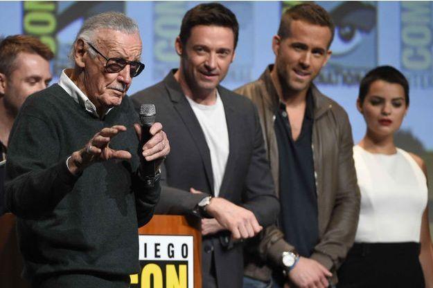 Stan Lee, Hugh Jackman et Ryan Reynolds en juillet 2015