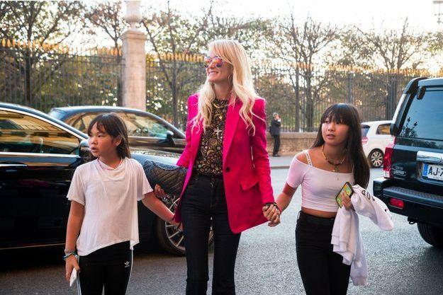 Laeticia Hallyday avec ses filles Jade et Joy, à Paris le 16 octobre 2018