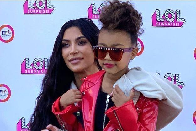 Kim Kardashian et North West au défilé LOL Surprise à Los Angeles, le 22 septembre.