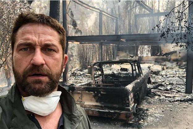 Gerard Butler devant sa maison en cendres.