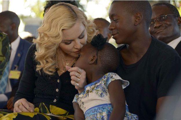 Madonna aux côtés de sa fille adoptive Stella et de son fils adoptif David, en juillet 2017.