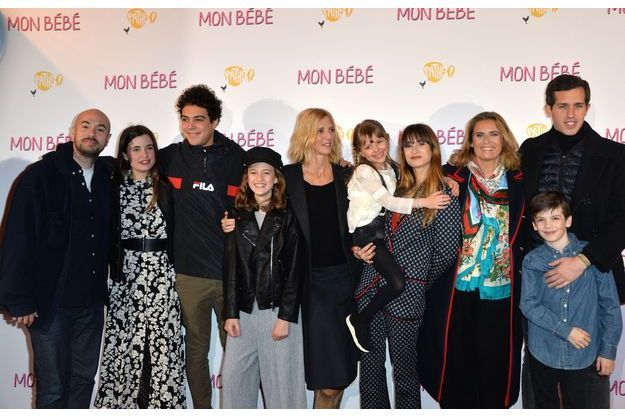 La Fratrie Belmondo Reunie A L Avant Premiere Du Film Mon Bebe