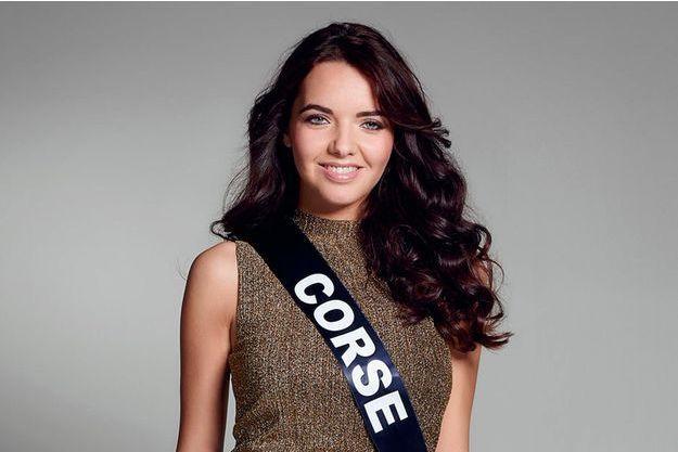 Laetitia Duclos, Miss Corse 2016 répond aux questions de Paris Match.