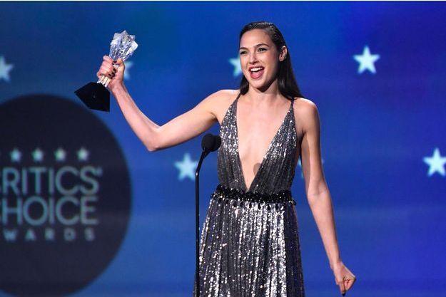 Gal gadot sur la scène des Critics Choice Awards