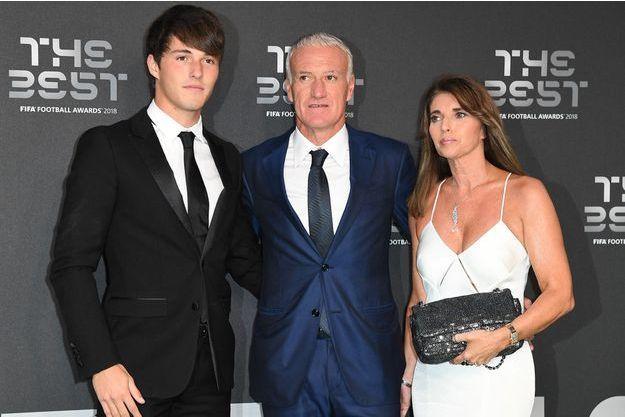Didier Deschamps entouré de son fils Dylan et de son épouse Claude en septembre 2018