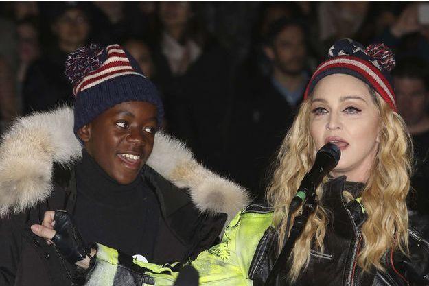 Le fils de Madonna, David, s'affiche métamorphosé dans une vidéo