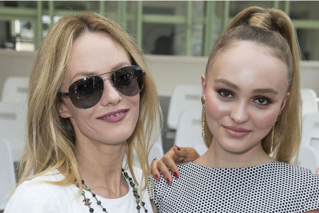 Vanessa Paradis et Lily-Rose Depp au défilé Chanel en juillet dernier, à Paris.